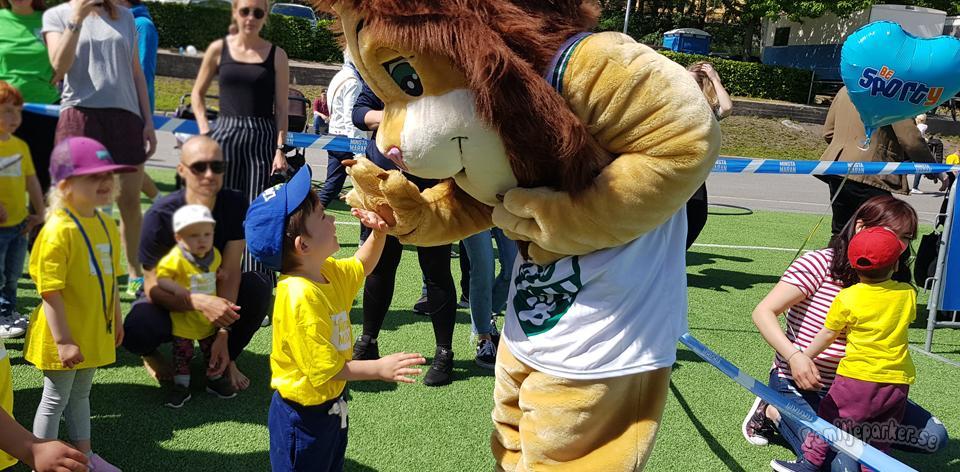 Theo träffade Leo på Minsta Maran!