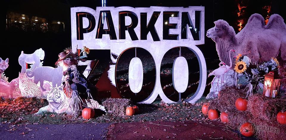 Halloween bland djur och fågelskrämmor på Parken Zoo