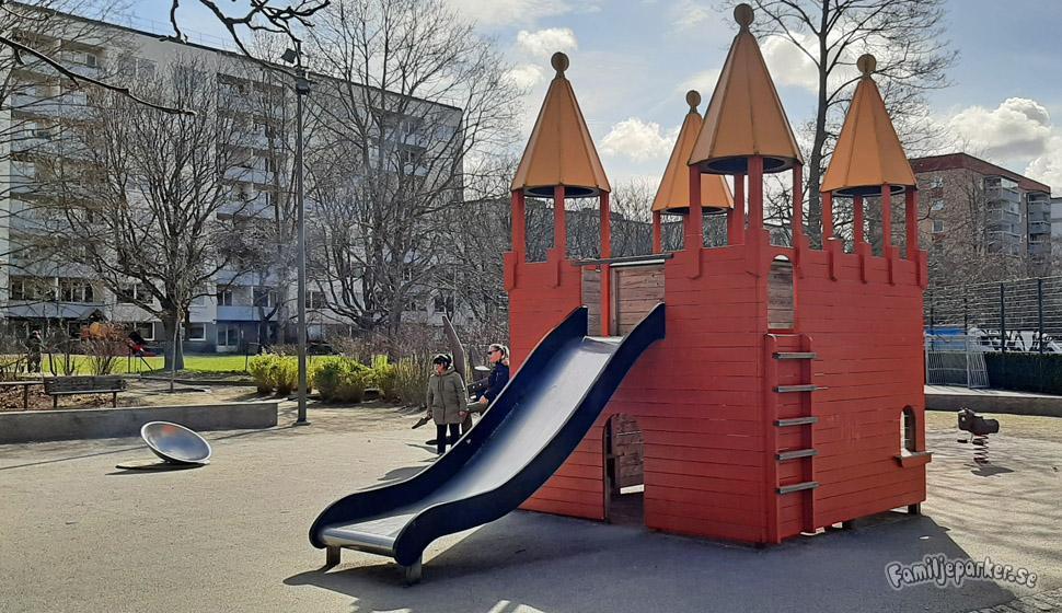 Riddarparken ligger i Västerort utanför Stockholm.