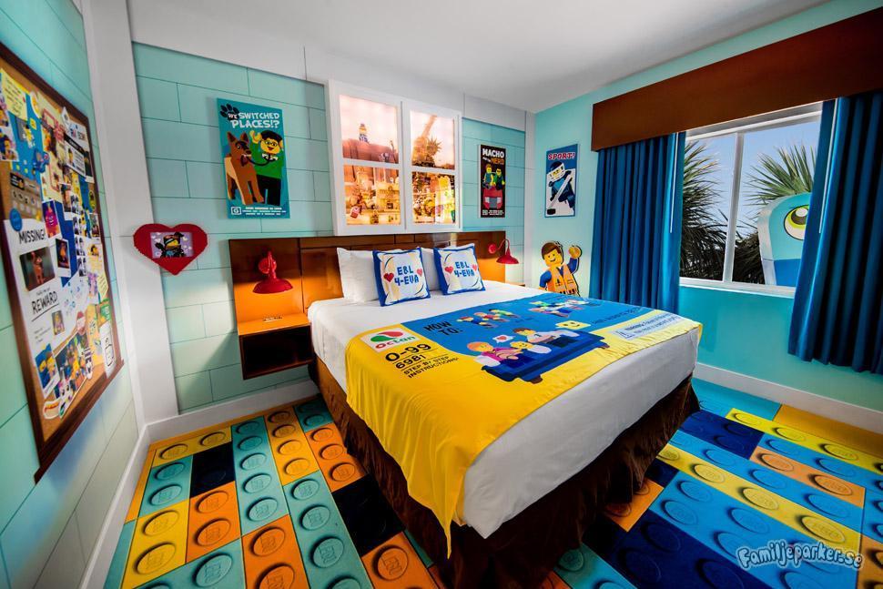 Hotellrum på temat Lego movie world.